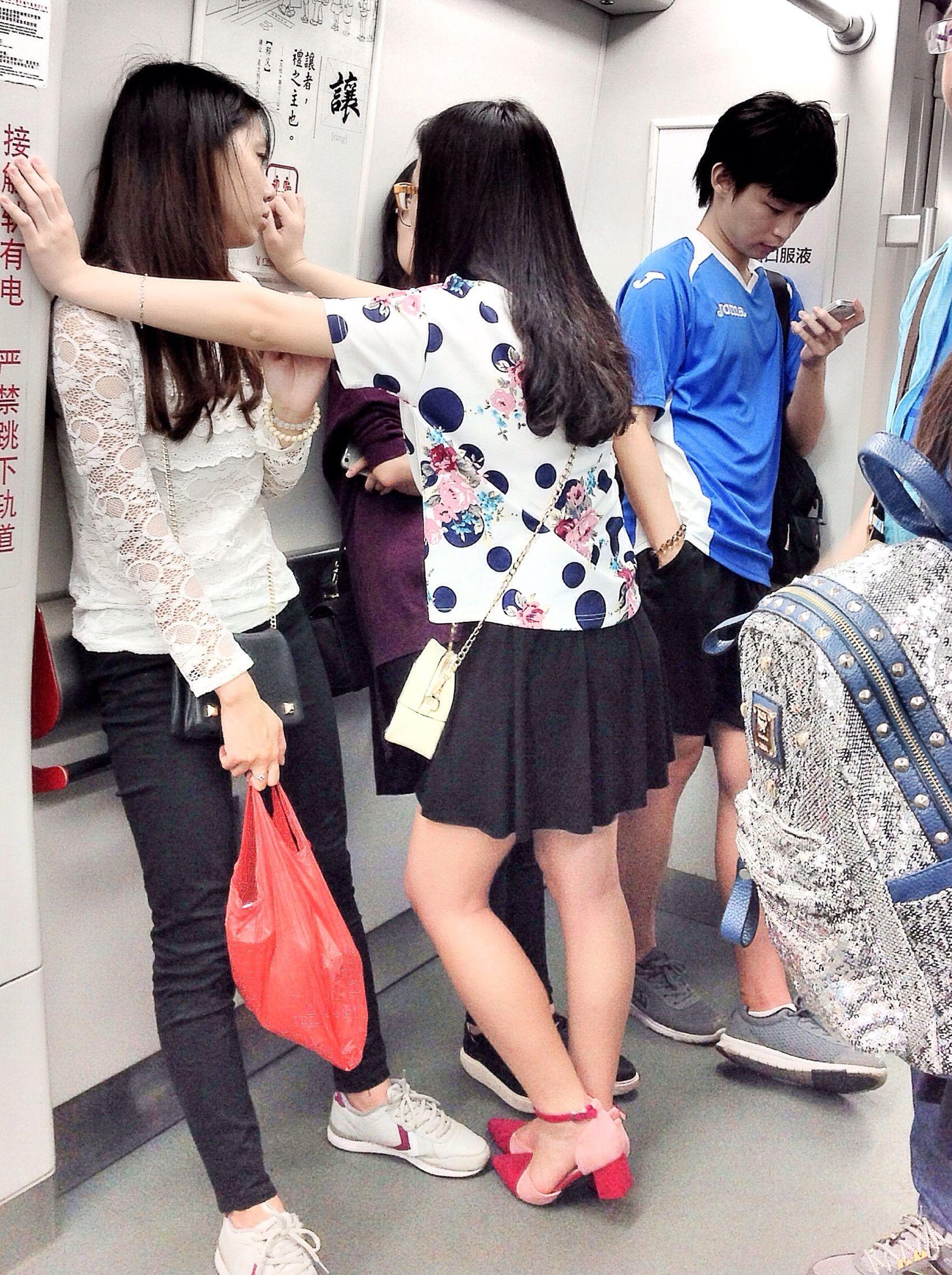壁咚 Bidon Taking Pictures Taking Photos Streetphotography Well Turned Out Metro Photo People OpenEdit Snapshot EyeEm China