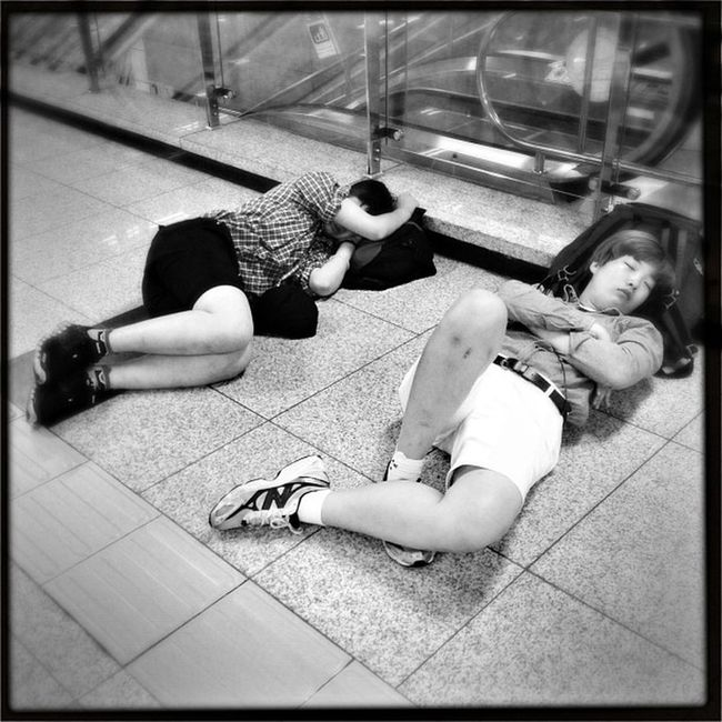 #korea #seoul_korea #gangnam #expressbusterminal #sleeperz #people #street #sleeping #travel Street People Sleeping Travel Korea Gangnam Seoul_korea Sleeperz Expressbusterminal