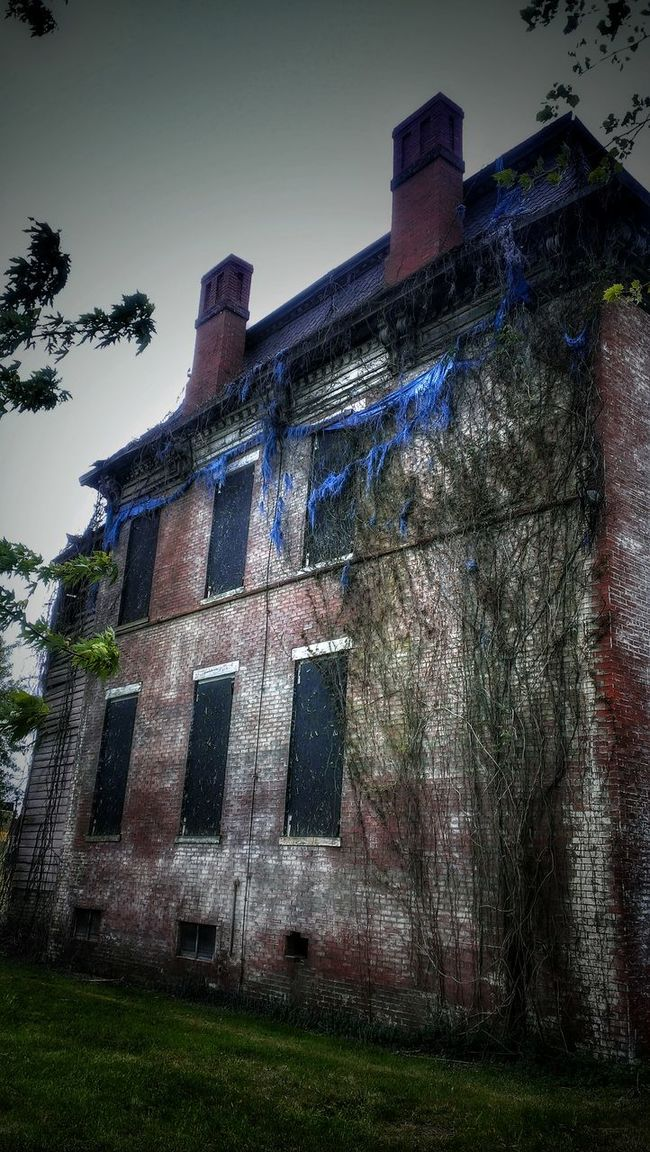 The Others... Abandoned Buildings Abandoned Places Abandoned House Creepy AMPt - Abandon EyeEm Best Shots - Architecture Telling Stories Differently Creepy House Windows Brickbuildings Brickporn Urban Landscape Urbanphotography Urbex Haunted
