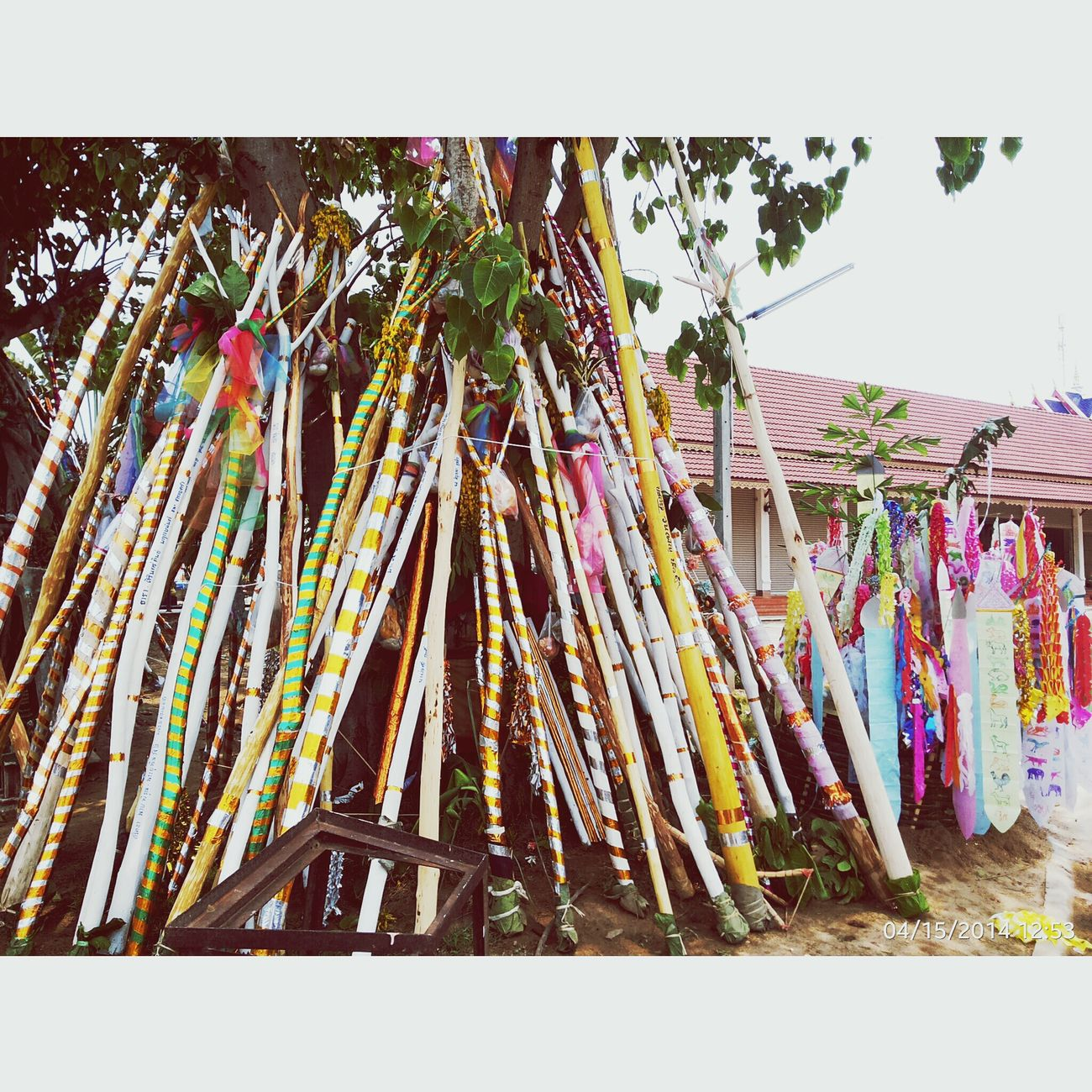 ไม้ค้ำยันเพื่อความเป็นสิริมงคลแก่บ้าน ขอพรปีใหม่ Songkran Festival Thailand