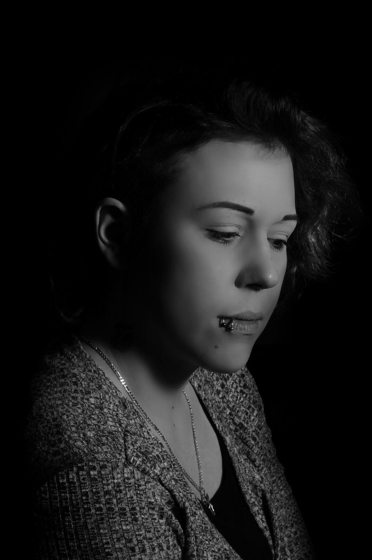 Taking Photos Flash Photography Flashphotography Blackandwhite Photography Black And White Flashlight 50mm 1.4 Lowkey  Low Key Portrait Of A Woman Woman Face Shadows & Lights Verträumt Portrait Portrait Photography FaceShot