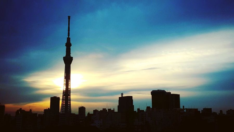 Tokyo Sky Tree Japan Tokyo Tokyo,Japan Tower Sun Sunrise Sunlight Silhouette Ultimate Japan Backlight Morning Sky Morning Light Morning Light Up Your Life Light Up The Sky Light And Sky Sunshine Bright Hope Goal Landscape Landmark 43 Golden Moments Original Experiences