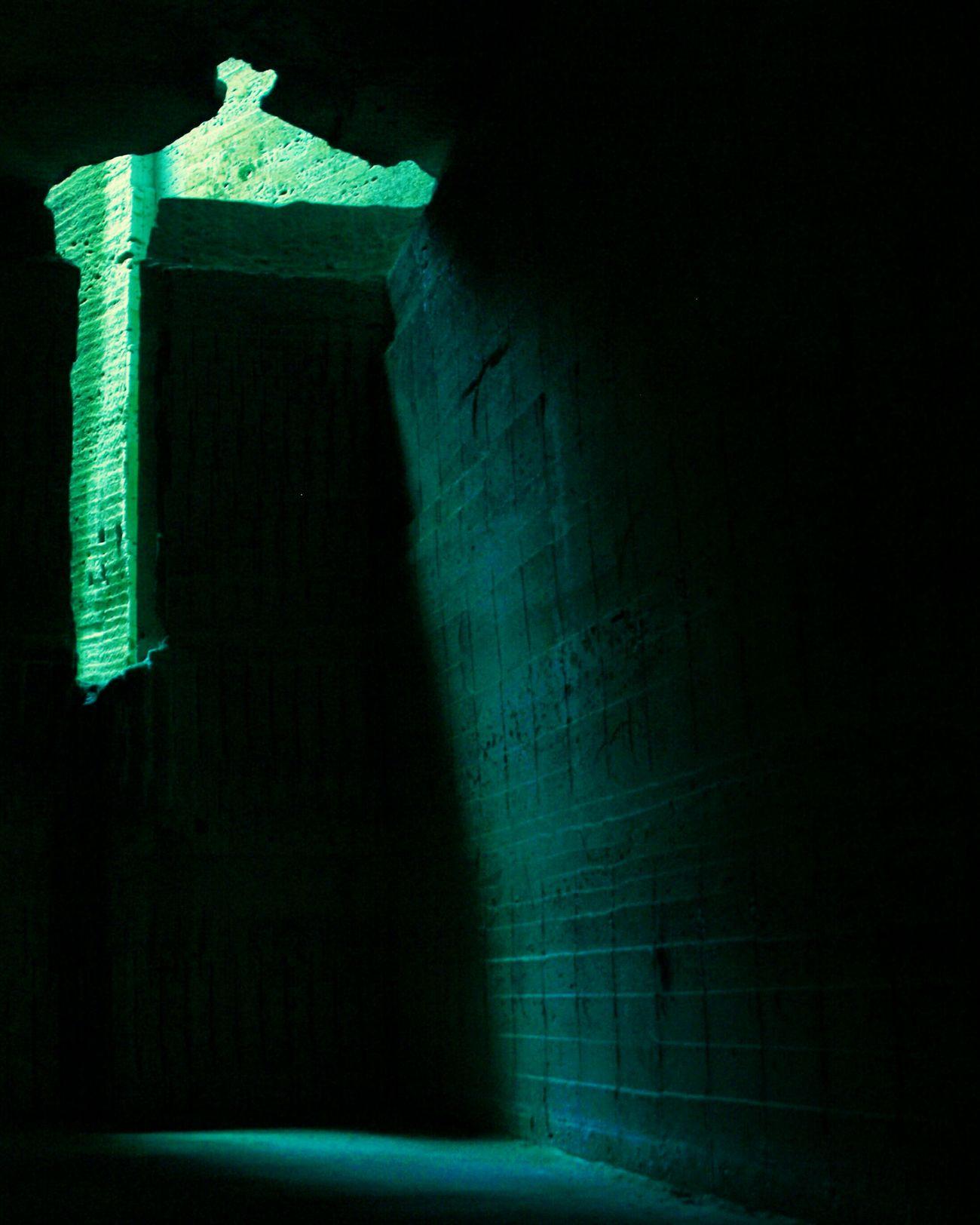 闇 明 影 光 Hello World Stone Wall Light And Shadows 大谷石採石場跡