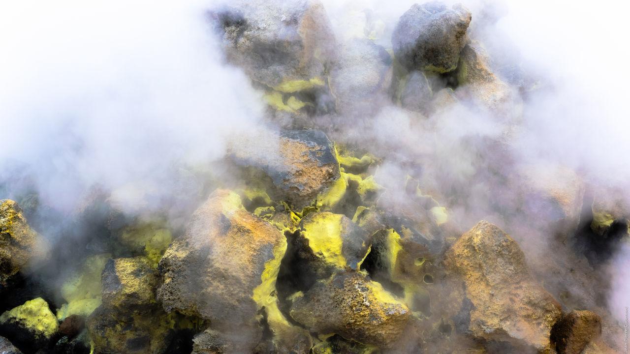 Hverir, vapeur d'eau chargée de soufre Geothermal  Hverir Iceland Myvatn Steam Sulfur  Volcano