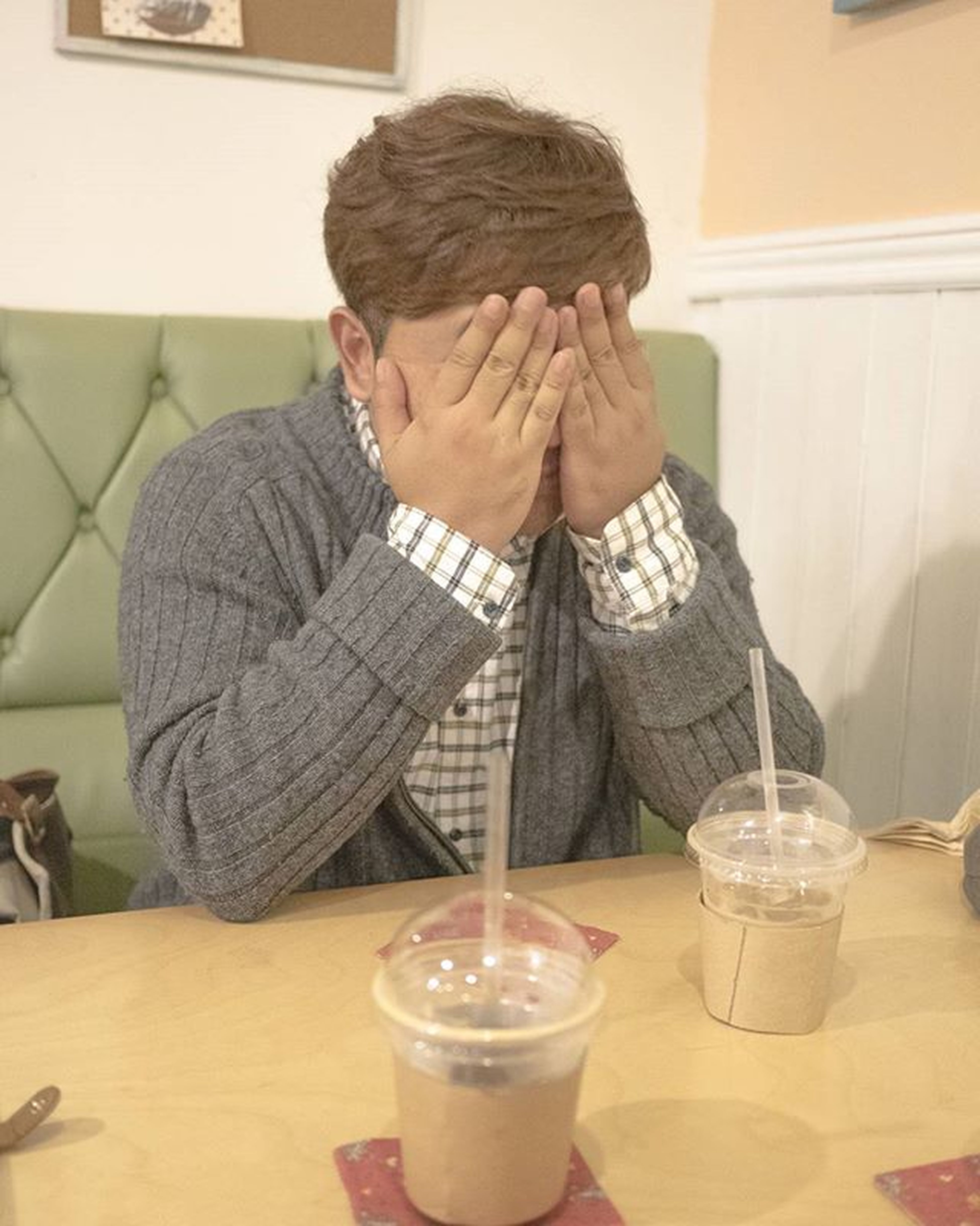 ☆ 부끄??? ☆ 친구스타그램 데일리스타그램 데일리룩 데일리 홍대 커피스튜디오 고양이 없어요 😚