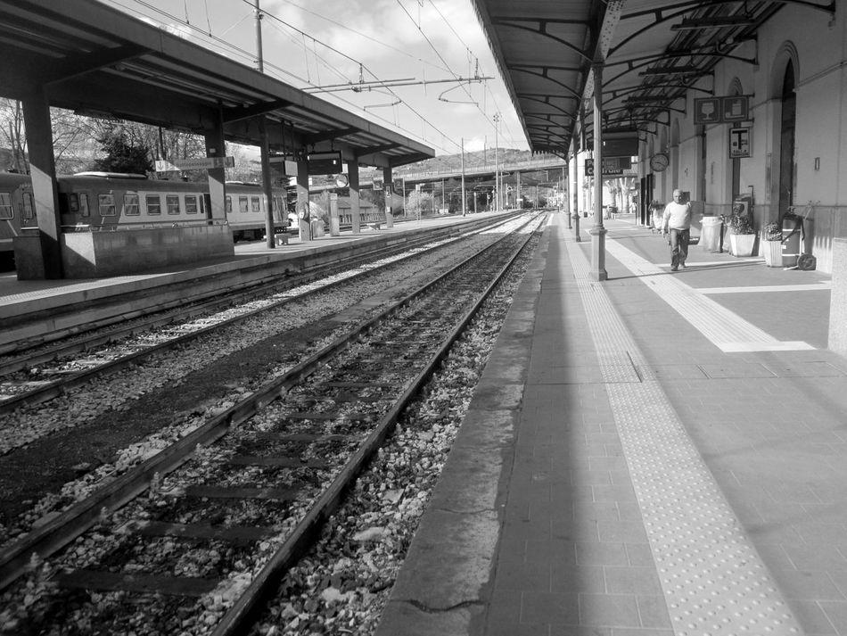 #architecture #basilicata #Black&White #blackandwhite #fotobiancoenero #fotobianconero #nopeople #OldPicture #potenzainferiore #stazione #urbanphotography #vialedelbasento