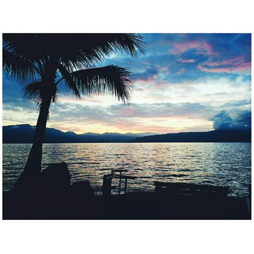 Sunrise. 🌅 Nature Lovely Sunrise Relax Lake Toba INDONESIA Travel Pulausamosir Breathtaking 😶