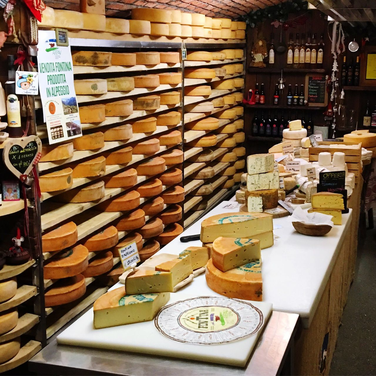 Store and sell Cheese Fontina Fontina Cheese Formaggio Fontina