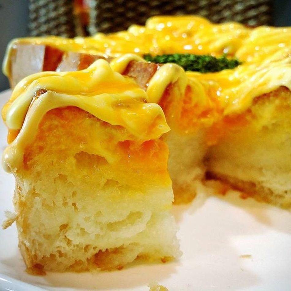 치즈에 포옥~~ 따끈한 빵을 기대했지만.. 덜 데우셨나봐요~ 다 식어 있어요..😭 요거프레소 Yogerpresso 갈릭치즈브레드 맛스타그램 먹스타그램 Instafood Foodie 빵스타그램 Bread