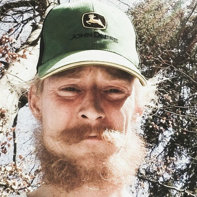 Hello World Check This Out Redneck Selfie Im 24 And Look Like 40 , Country Boy Can Survive