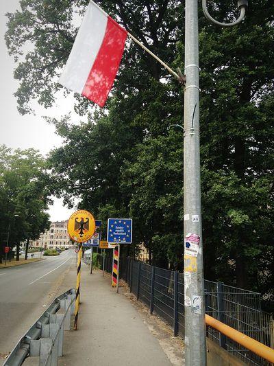 Traveling National Emblem Border Crossing Landmark