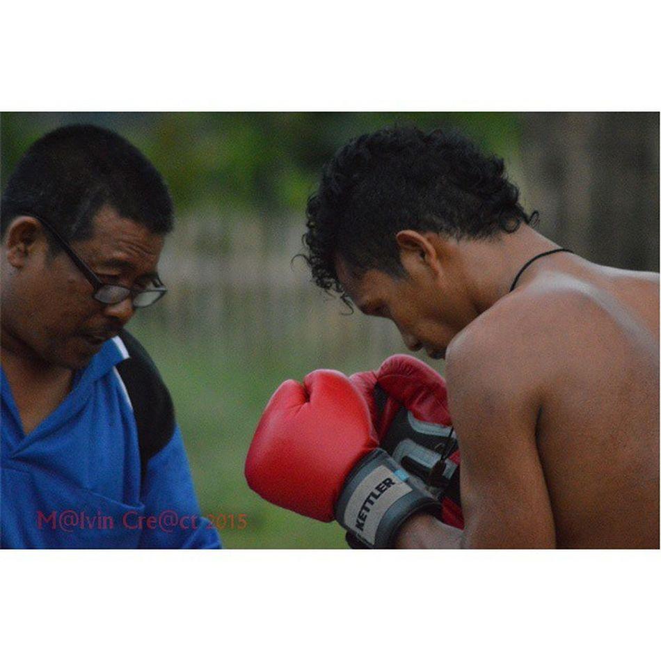 Hey boy look your coach, dont look to the ground you must look to the top....Pertina Simalungun Petinju Simalungun Boxing Boxer Pematangsiantar Sport WBA ...
