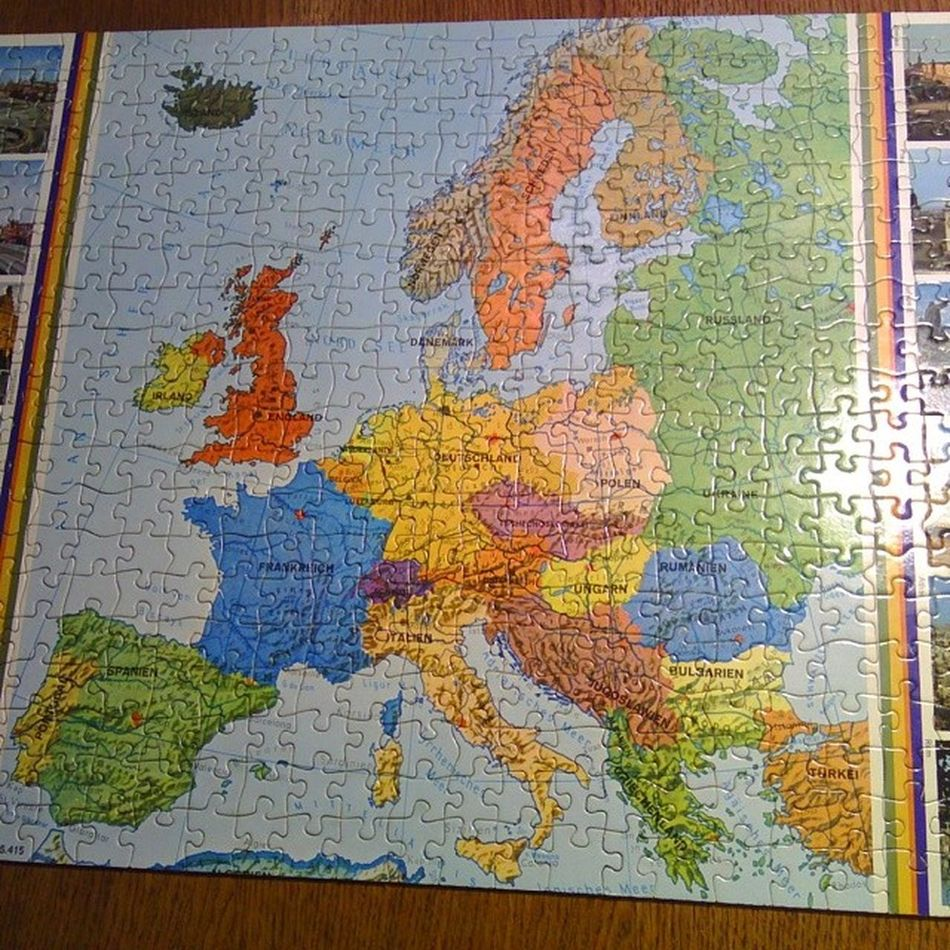 And a good 2 1/2 hrs later.... Challenge completed :-) Puzzle500 Europe German Saturday meandbro funday nofilter saturdaynight