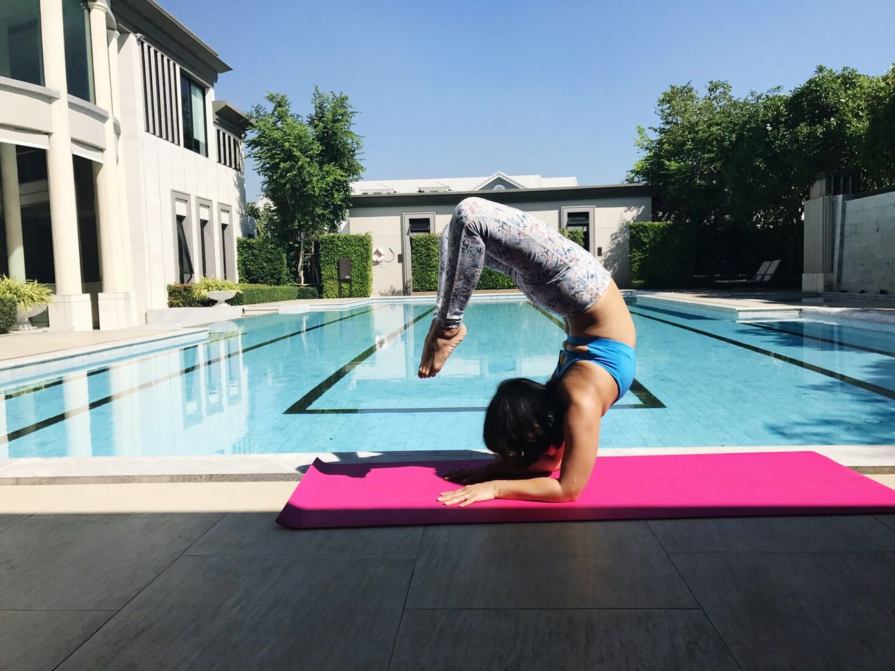 A little bit of sunbathing this morning 😀. Embrace the energy for the sun and yoga practice. Swimming Pool Summer Outdoors Day Sky Happinessisachoice Lifeisjourney Leisure Activity Relaxation Healthy Lifestyle Yoga Inversion Upside Down Scorpion Yoga Lover Yogainspiration Yogateacher Yogaeverywhere Yogalife