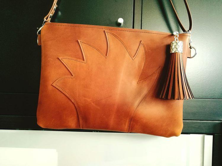 Shop at bellypork.etsy.com Leather Leaves Autumn Colours Colores De Otoño Brown Shadows Bolsos Que Enamoran Lovelybags Handmade Accessories