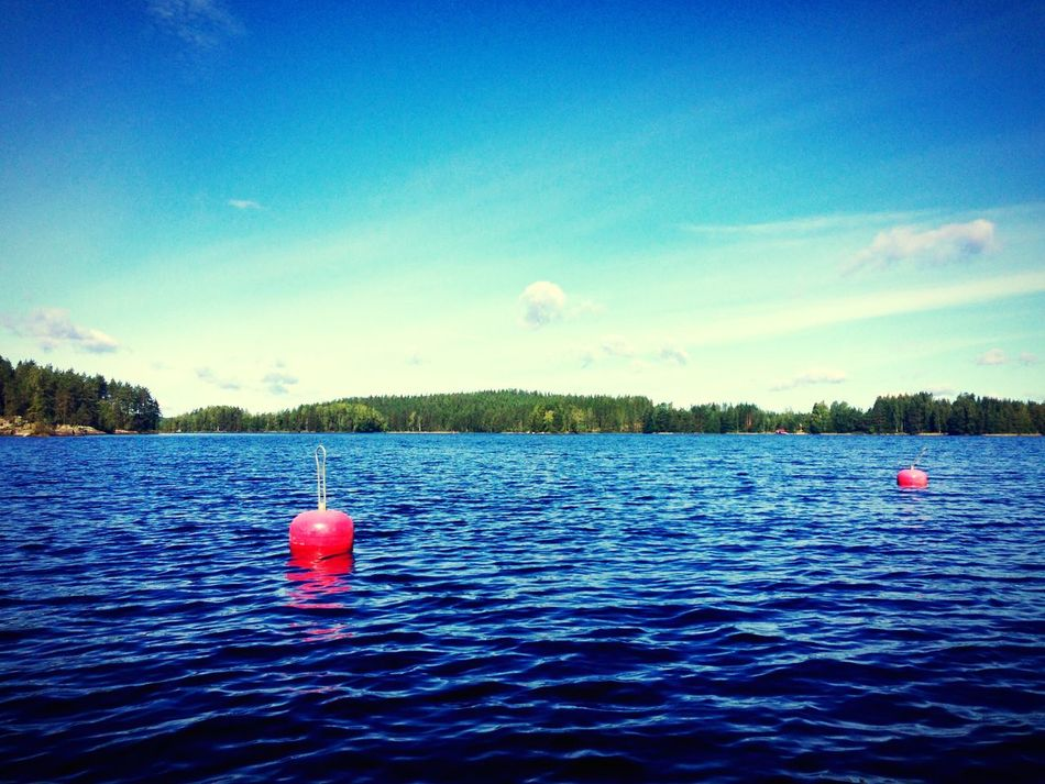 Rot im Blau. Landscapes Landscape_Collection Landscape Finland Summer Finlandia Finland Wilderness Lakes  Lakeview Lake Sea Tree Scenics Nature No People Beauty In Nature Blue Red Floating On Water Sky And Clouds Beauty In Nature Buoy Water