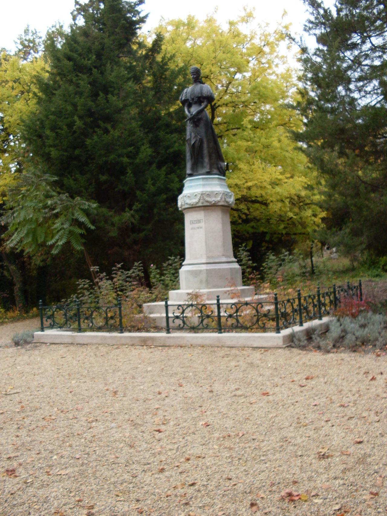 Sissy!! Erzsébet Királyné Gödöllő, Hungary Autumn Colors Autumn Woods Excursion Sculpture Monument