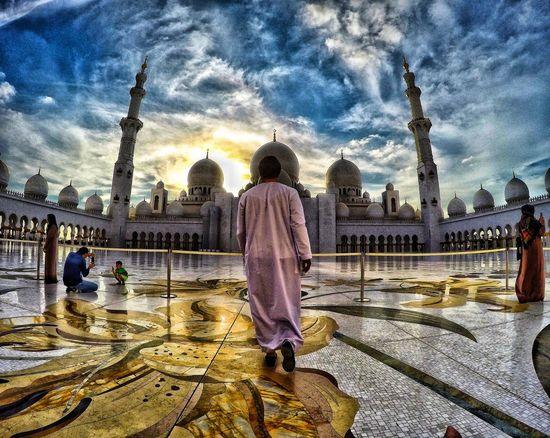 Instagram: @emvoyoe ... caption: follow me @ abu dhabi a Abudhabi Abu Dhabi Abu Dhabi UAE Sheikh Sheikh Zayed Grand Mosque SheikhZayedMosque Sheik Zayed Mosque Abu Dhabi Grand Mosque Follow Followme Followmeto FollowMyJourney Travel UAE UAE , Dubai Uae,abudhabi Dubai Dubai❤