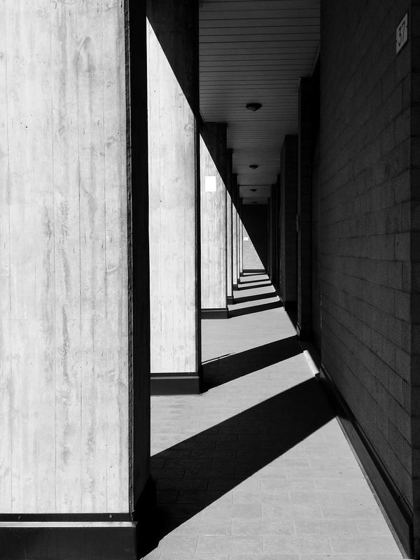 Rule Of Thirds Ombra E Luce Light And Shadow Ombre Ombra Pillar Pilastri B&w B&w Photography Giacomoalbertini