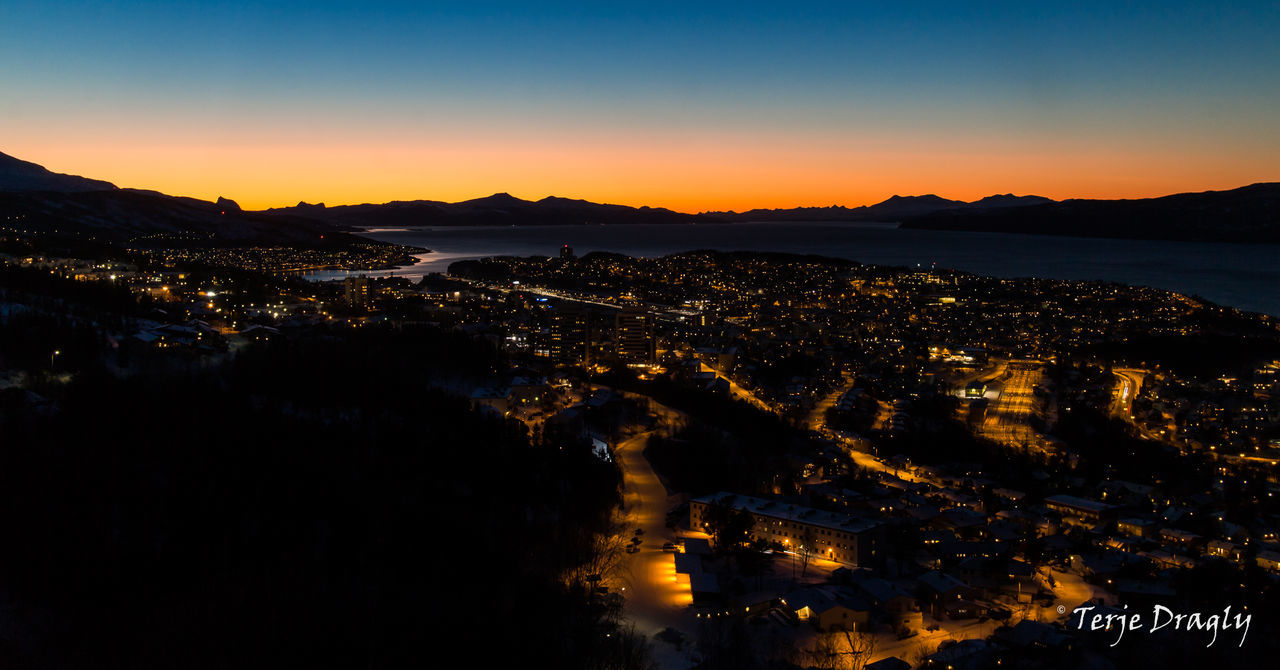 Early February sunset around 4 pm. This week we finally could see the sun after it has been below the horizon since November. Sunset Arctic Light Canon EOS M Canonphotography Primelens Eyefi Mobi Eyefi Winter Northern Norway Nordic Light Norway Narvik The City Light