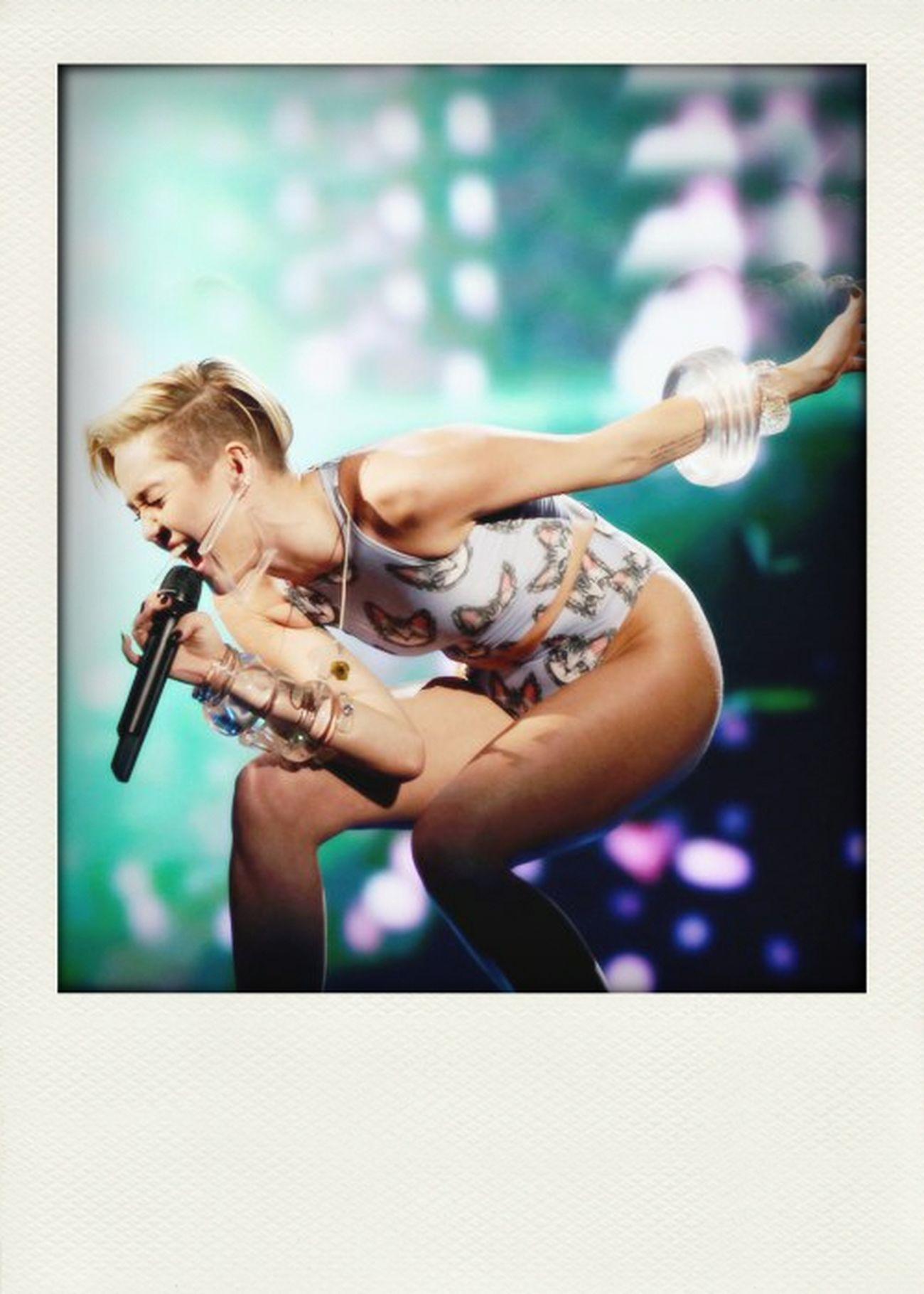 MileyCyrus #wecantstop