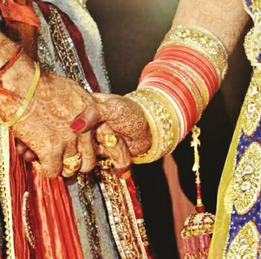 Bond ❤ Wedding Photography Groom And Bride Hands Check This Out Here Belongs To Me 📍 Endless Love Faithhopelove Jwellery Mehndi Banglesforlove