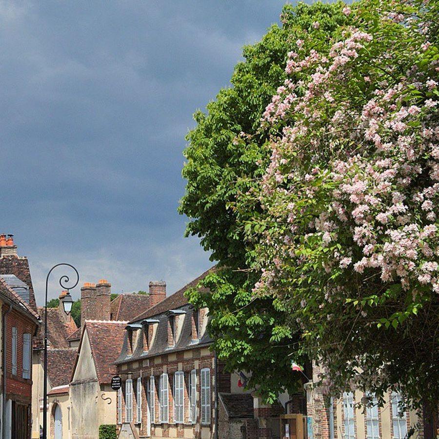 Nos villages sont beaux non? Villierssaintbenoit Architecturerurale Puisaye Yonnetourisme yonne bourgogne igersbourgogne grainedenature