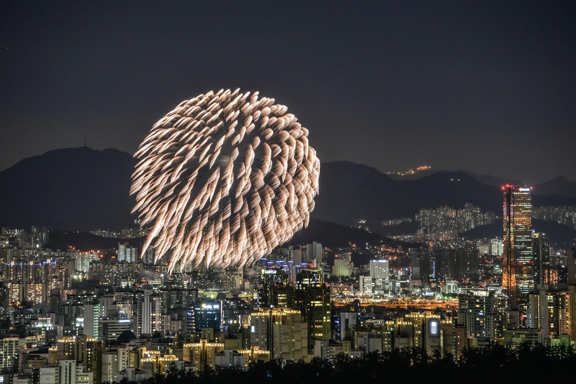 Nikon D610 Seoul_korea Night View 70300vr Long Exposure Fireworks Scenery Photo Trajectory