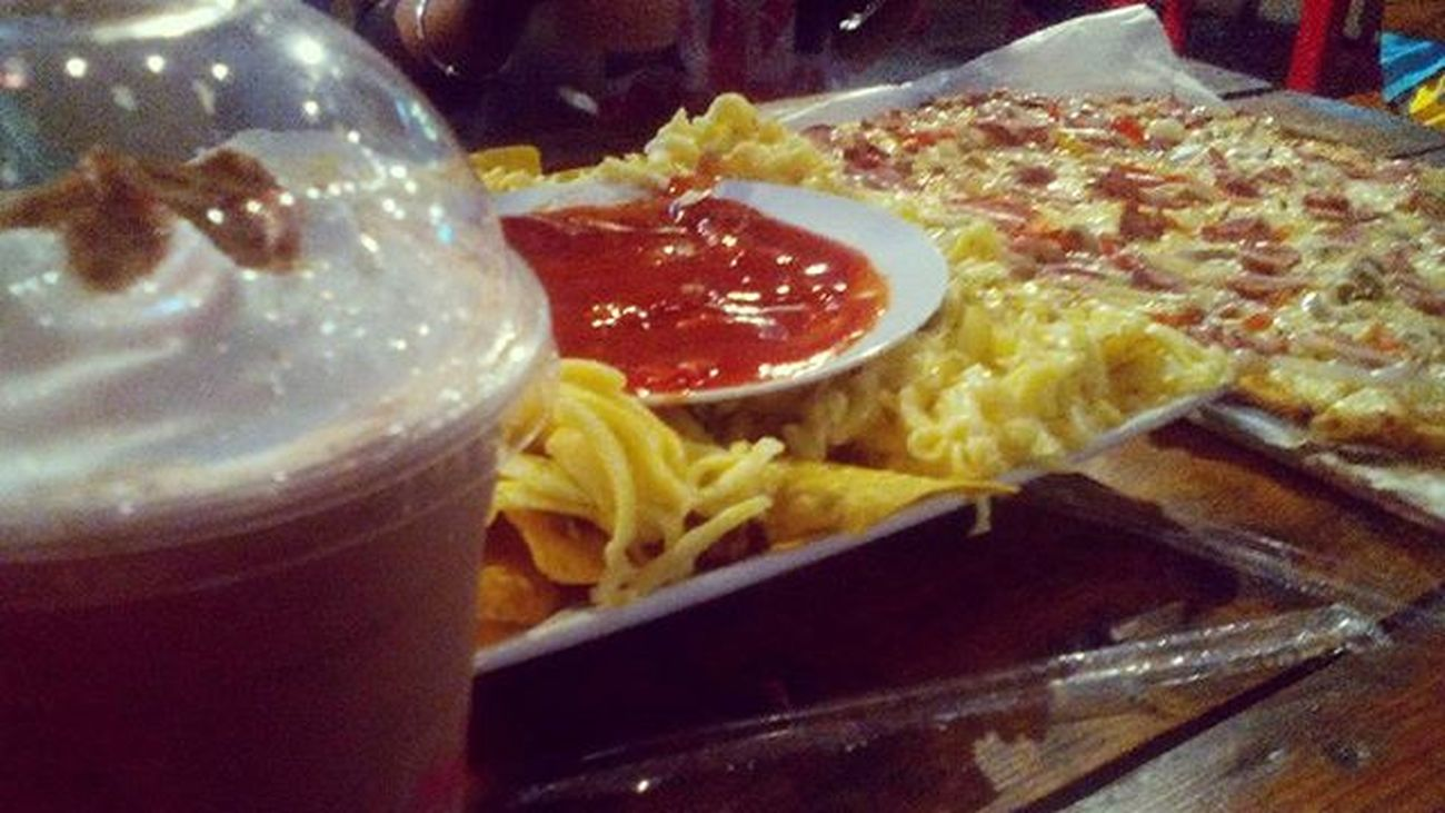 chocolate frappe x cheesy nachos x overloaded pizza x burger 🍴 Foodporn SaturdayNightOut