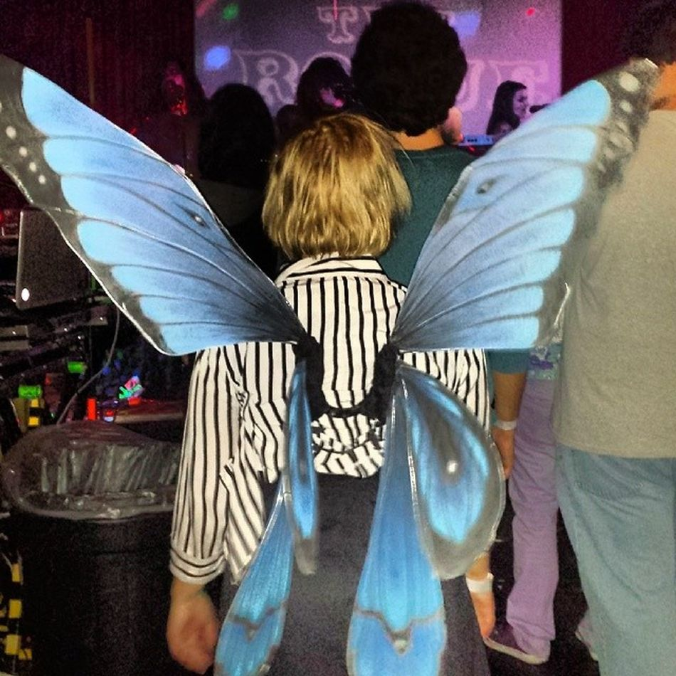 There she is! Right there, right there! That little head in the back the singer from The Burning Of Rome! And Chelsey, too. Lol. Fairyfreakfest Therogue Fairybonesmusic Kickassshow fairies scottsdale arizona cdreleaseparty