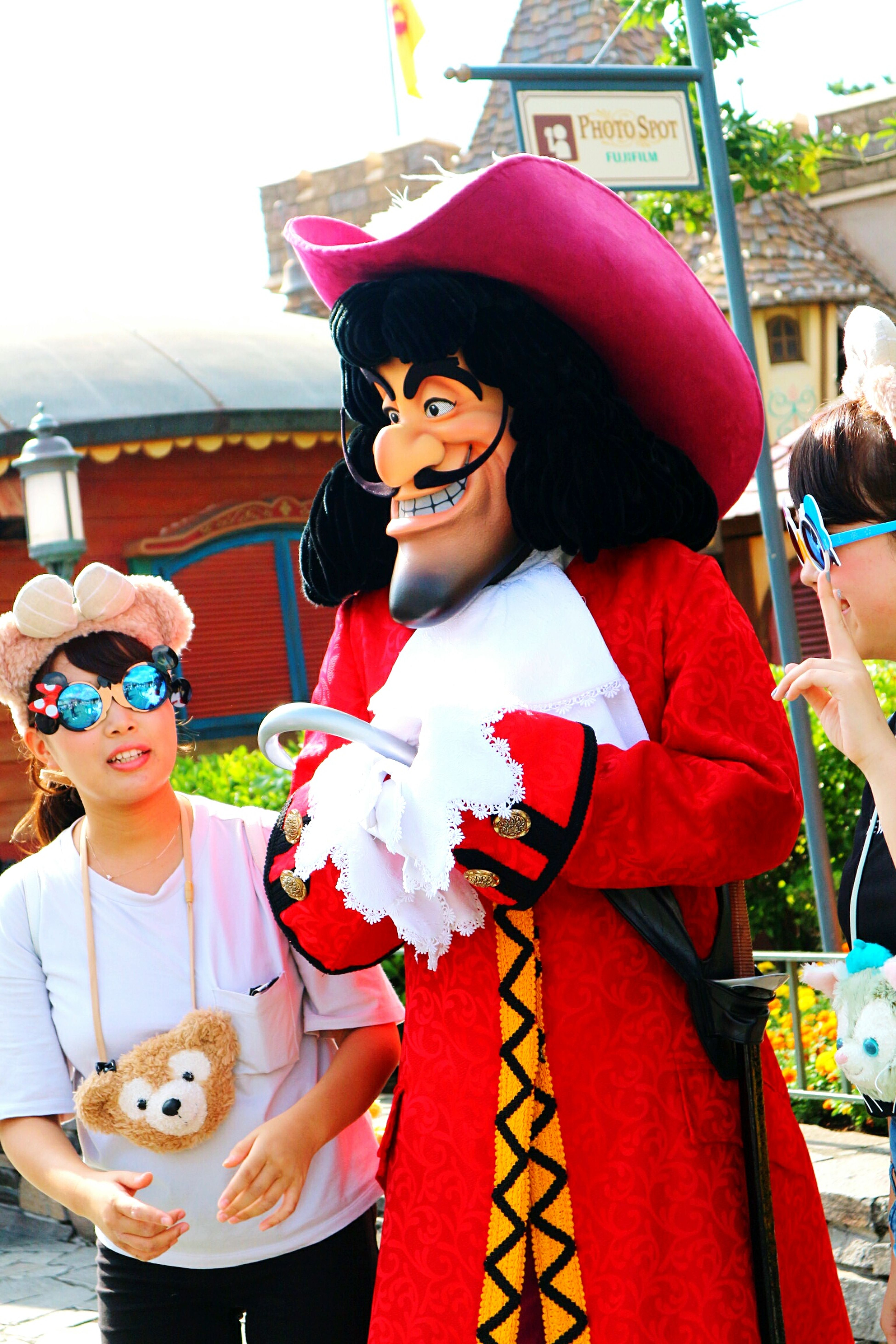 I am so fascinated with this girl's eyeglasses. ほんとうにかわいい.. I wanna have it..lolz.. Cute Eye Glasses Minnimouse Eyeglasses Captain Hook Tokyo Disney Land Wheninjafun