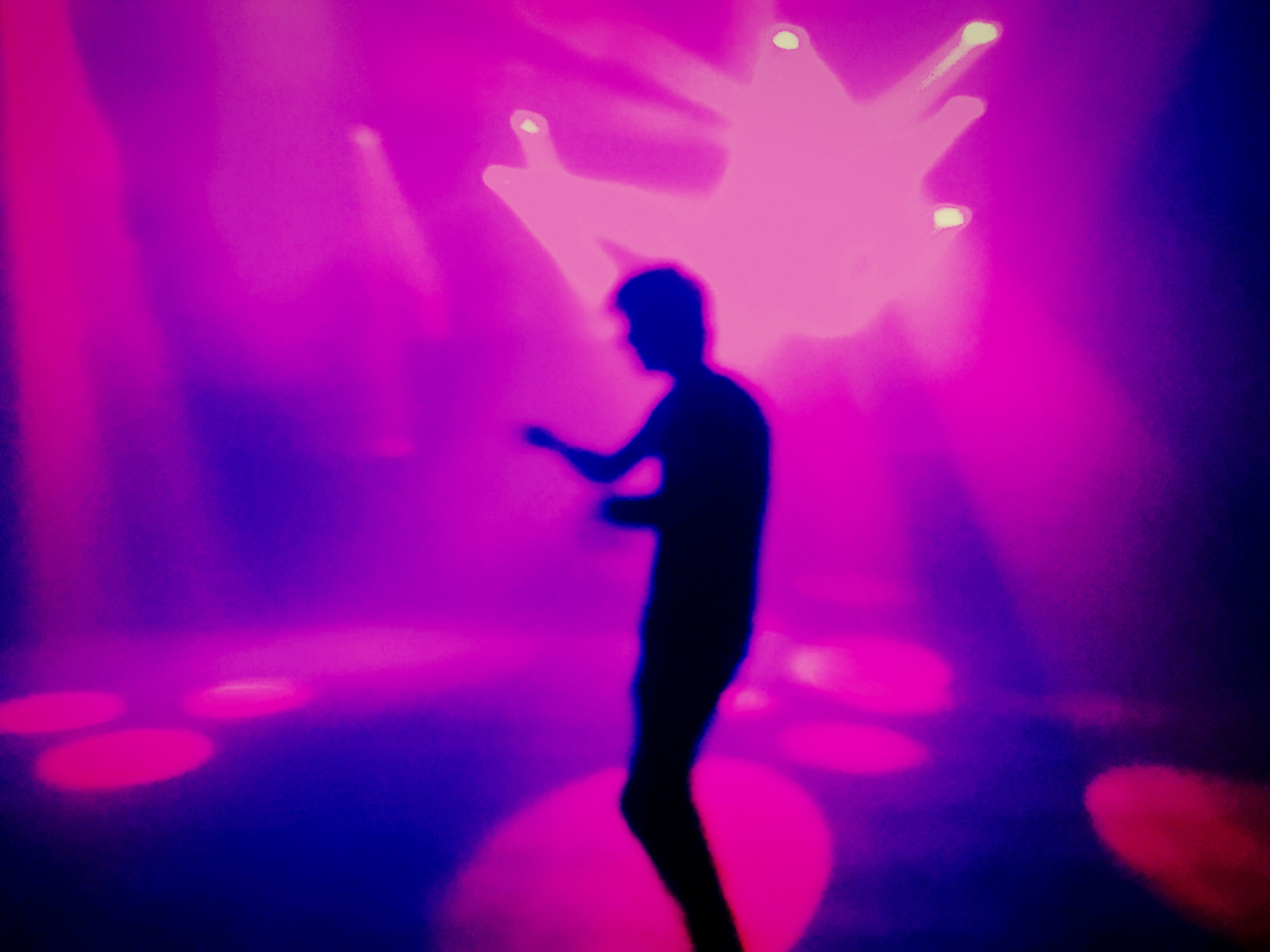 lifestyles, leisure activity, indoors, illuminated, silhouette, enjoyment, arts culture and entertainment, men, night, person, fun, music, light - natural phenomenon, nightlife, performance, togetherness, nightclub