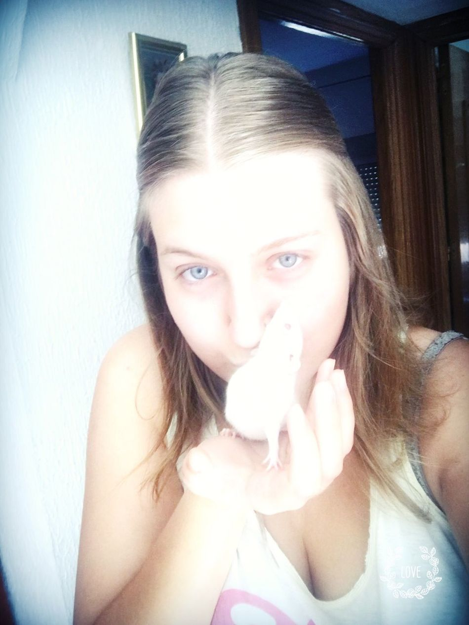 La quieroooo!! 😍😍❤️ Love ♥ Love Smile Feliz Girl Cachorros Rat Rats Loverat