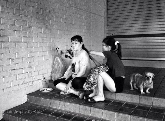 streetphotography in Singapore by Pixbykm
