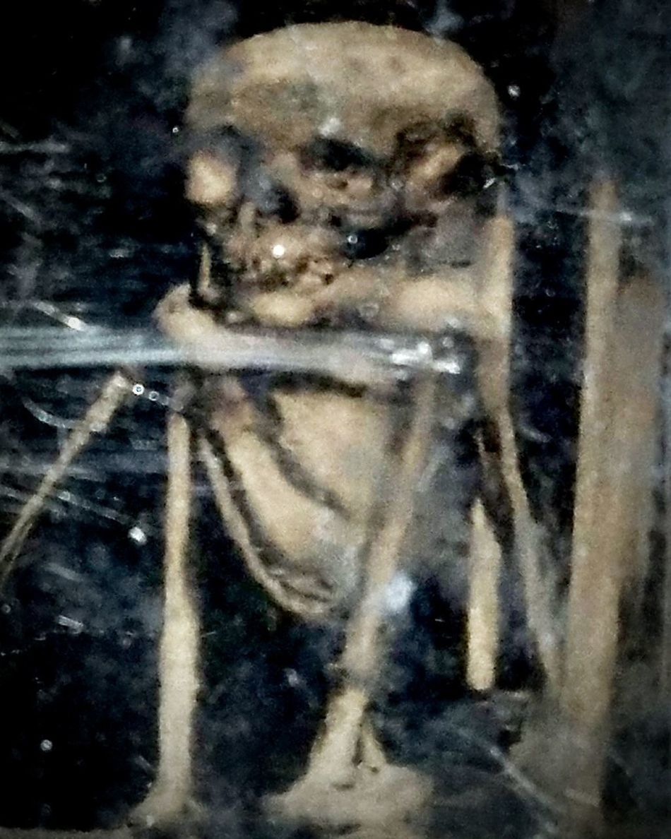 Skeleton Catacombe Backgrounds Bones Human Body Part Ghostly Apparition Ghostly Face Ghost Vintage Old Black And White Photography Black And White Blackandwhite French Antique Eerie Photos Eerie Beautiful Eerie Apparition Mysterious Curiosity Oddity Oddities Photograph Photo