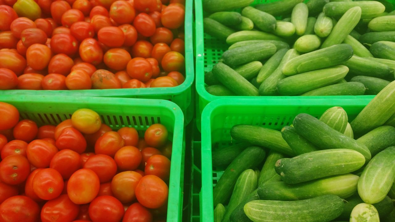 green color, for sale, full frame, abundance, market, large group of objects, food and drink, no people, backgrounds, food, freshness, retail, variation, choice, vegetable, multi colored, healthy eating, day, outdoors, close-up