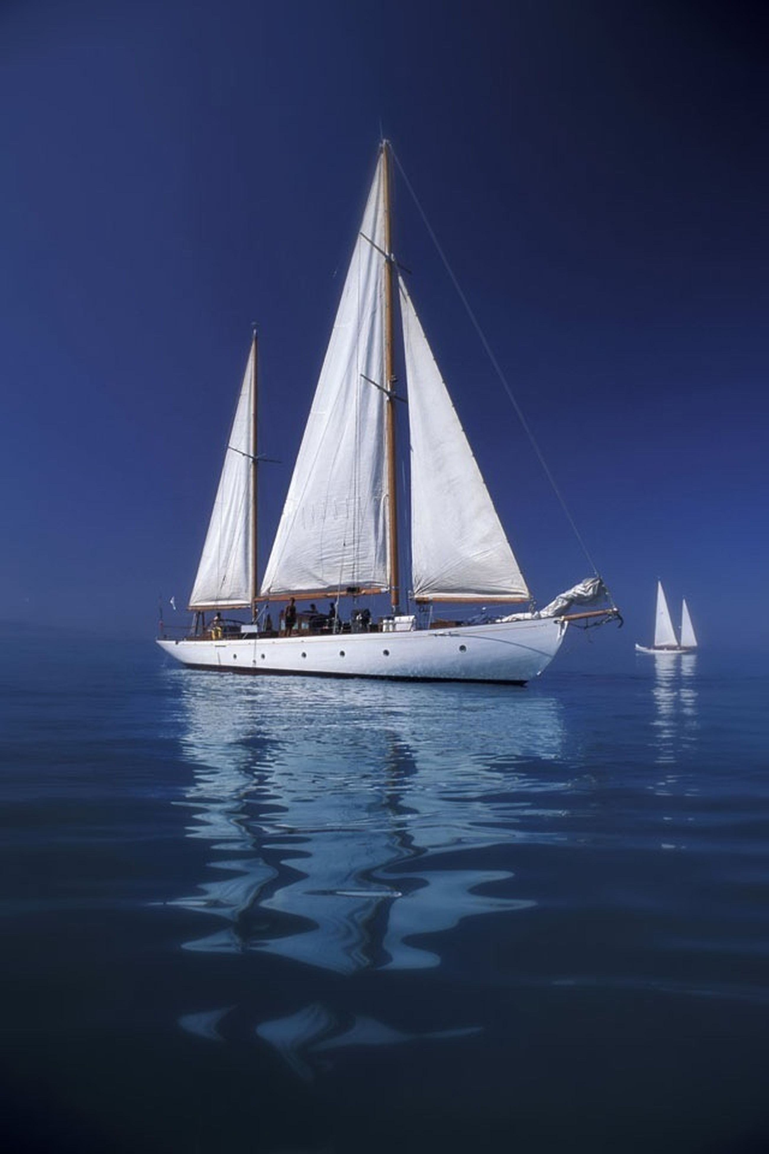 nautical vessel, boat, water, transportation, mode of transport, sea, waterfront, moored, sailboat, blue, clear sky, sailing, horizon over water, sky, travel, nature, tranquility, mast, reflection, tranquil scene