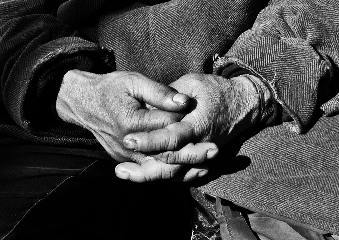 Hands #2 B&w Street Photography Black And White Creative Light And Shadow Monochrome Photography People Shibuya SHINJYUKU Street Street Photography Streetphoto Streetphoto_bw Streetphotographer Streetphotographers Streetphotography Streetphotography_bw Tokyo Tokyo Street Photography Tokyo,Japan