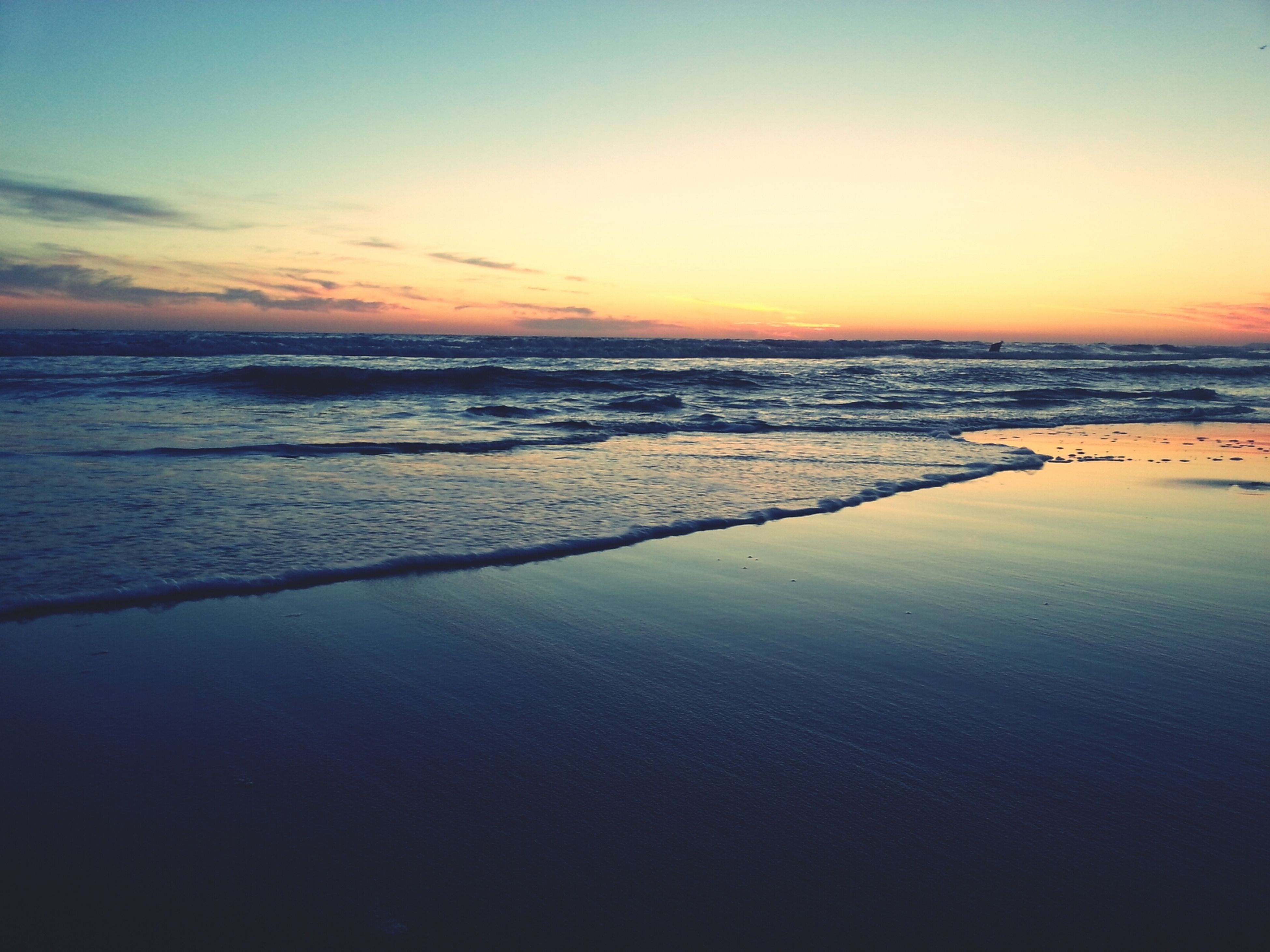 sea, water, sunset, horizon over water, scenics, tranquil scene, beauty in nature, tranquility, beach, sky, nature, idyllic, shore, orange color, reflection, waterfront, wave, dusk, outdoors, calm