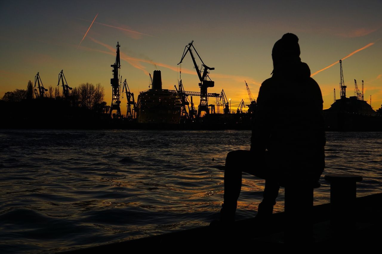 Good Morning Silhouette Sky Outdoors Lifestyles Water Full Length Real People Rear View Beauty In Nature Architecture Sea Real Photography Hamburg Hafencity City Life City Cityscapes Enjoying The View Landscape_Collection Sunset Men Urban Skyline