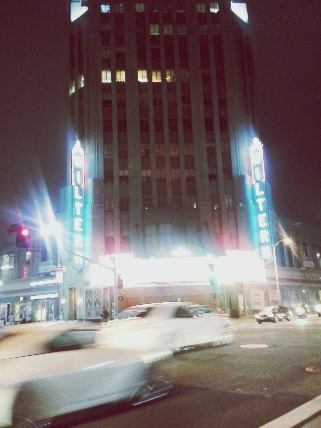 The Wiltern at night. Los Ángeles