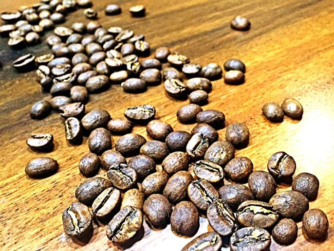 I Love Coffee Coffee Seeds Lovely Enjoying The Night Good Smell Photography Photo Object Focusing Close-up Photo Of The Day Iphone 6