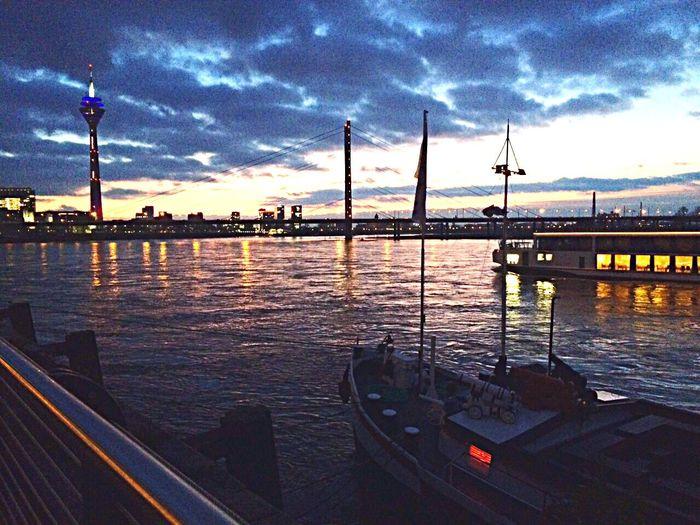 Düsseldorf Cityscapes Portrait Beautiful Taking Photos Photography EyeEm Best Shots