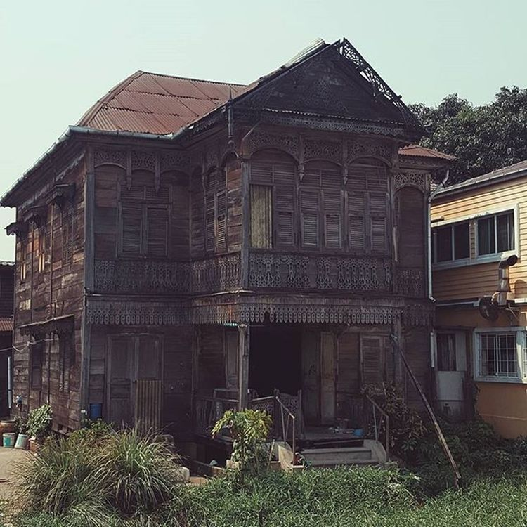 """Windsor House. Originally built in the mid 1800s, it is one of the last known """"gingerbread"""" houses left in Bangkok Thailand . Streetphotography Seeninthecity Urban Urbandecay VSCO Vscocam Vscogood Vscotravel Vscoeveryday Vscothailand Vscobangkok Vscothai Explorebkk Gingerbreadhouse Thaiarchitecture"""