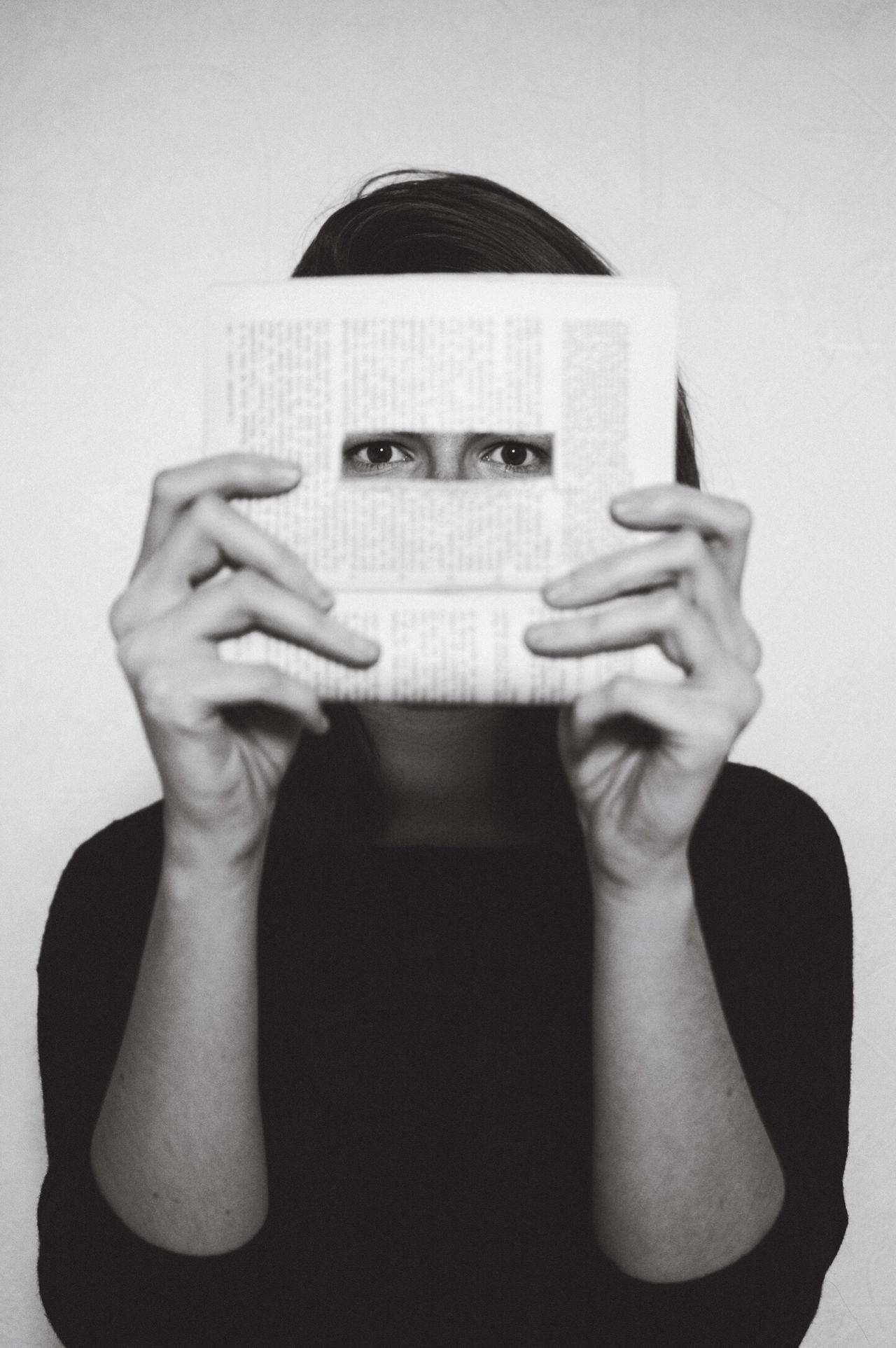 "« Aussi loin que porte ton regard » || ""As far as your eyes can see"" self portrait eyes blackandwhite Books"