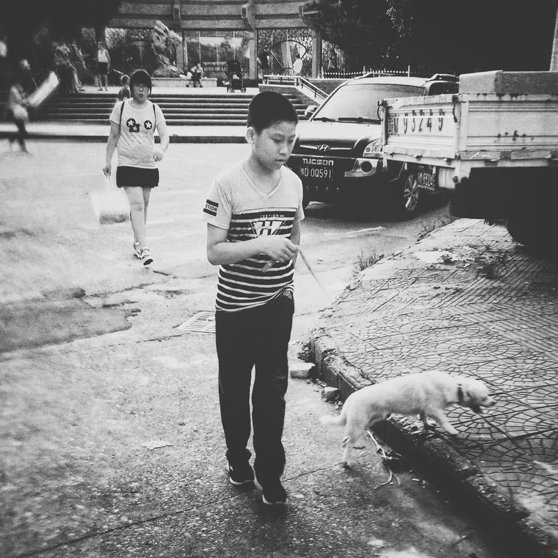 Streetphotography Evrybody Street I Love My City Pastel Mirrorless I Like My City Everybodystreet Faces Of The World Faces Of EyeEm Black & White Eye4photography  Kidsphotography Children Photography Sweter Pink