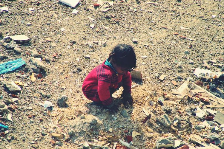 India Poor  Childhood Childlabour Struggle This Week On Eyeem Showcase March Newdelhi Challenge Society Here Belongs To Me EyeEmNewHere Resist The Secret Spaces ミーノー!!