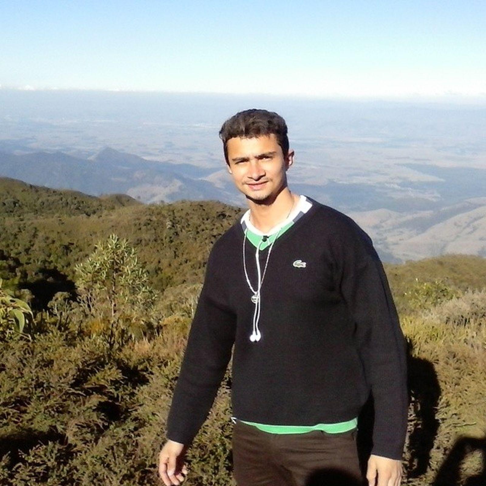 Picodoitapeva ...2035 metros...o quarto mais alto do Brasil...