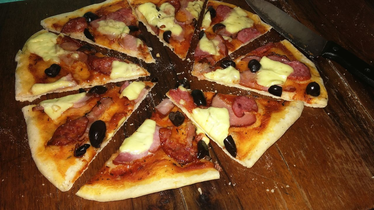 Let's Eat! Pizza Time Pizza🍕 MEEEEEE!!! :) Cooking At Home With My Nicholas Love To Take Photos ❤ Feeling Tired
