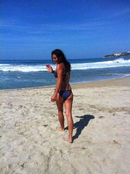 Sea Beach Only Women Horizon Over Water Sand Young Women Travel Water Sand & Sea Sunny Day 🌞 Surf Exploring Curly Hair Jugando Con Arena Mare E Sole Sky Leisure Activity Vacations Happy Girl